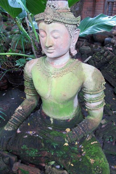 Ban Phor Liang Meun's Terra Cotta Arts