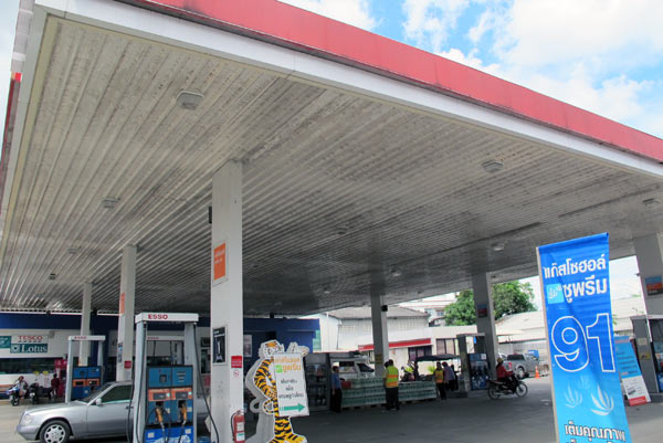 Esso Gas Station (Ratchawong Rd)