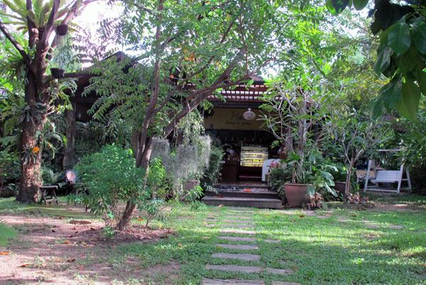 Mai Bekery in Garden
