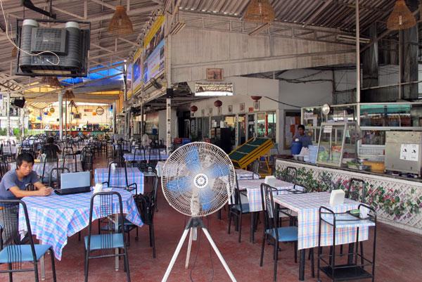 Ping-Ping Seafood & Thai Food @Anusarn Market