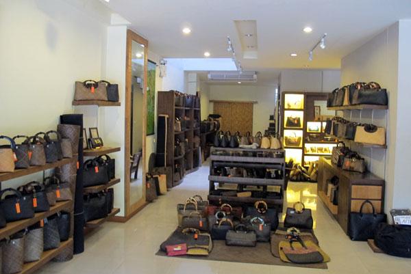 Soi 5 Bag Shop - Chiang Mai Locator