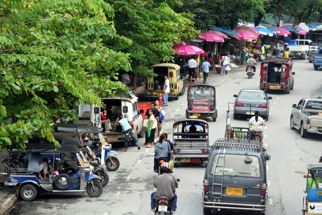 Ton Lamyai Flower Market