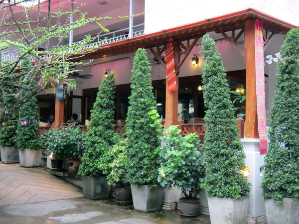 Eurobucks Restaurant & Pub @Top North Hotel