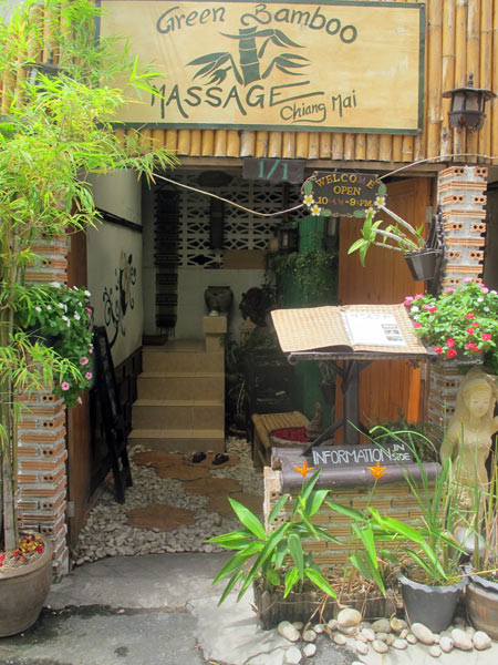 Krits guest house chiang mai for Classic house chiang mai massage