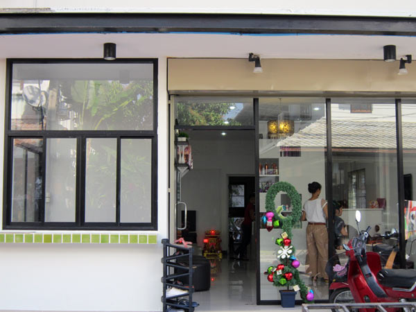 18 M: Joyu0027s Hair Salon @CM Apartment