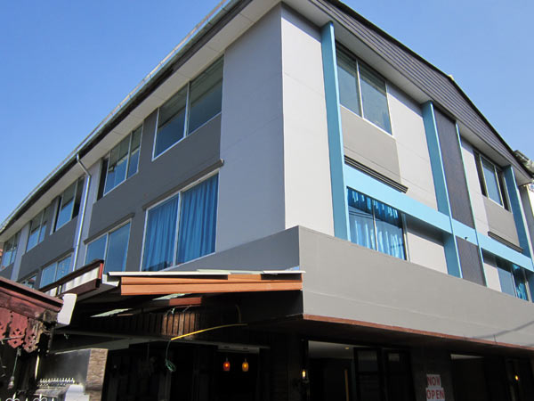 La-Mer Hostel