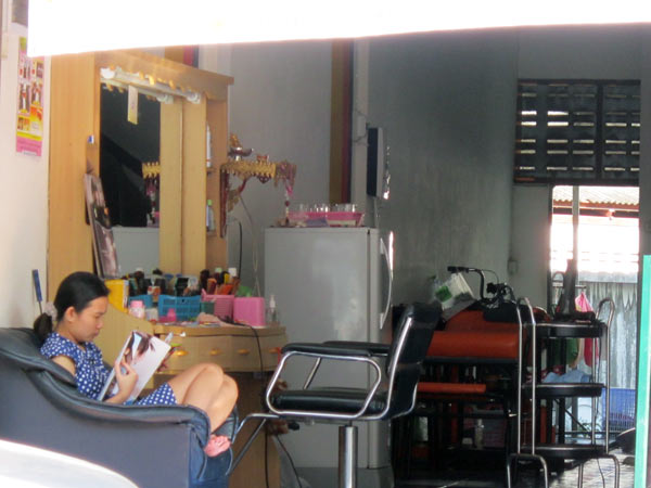 Momay Salon