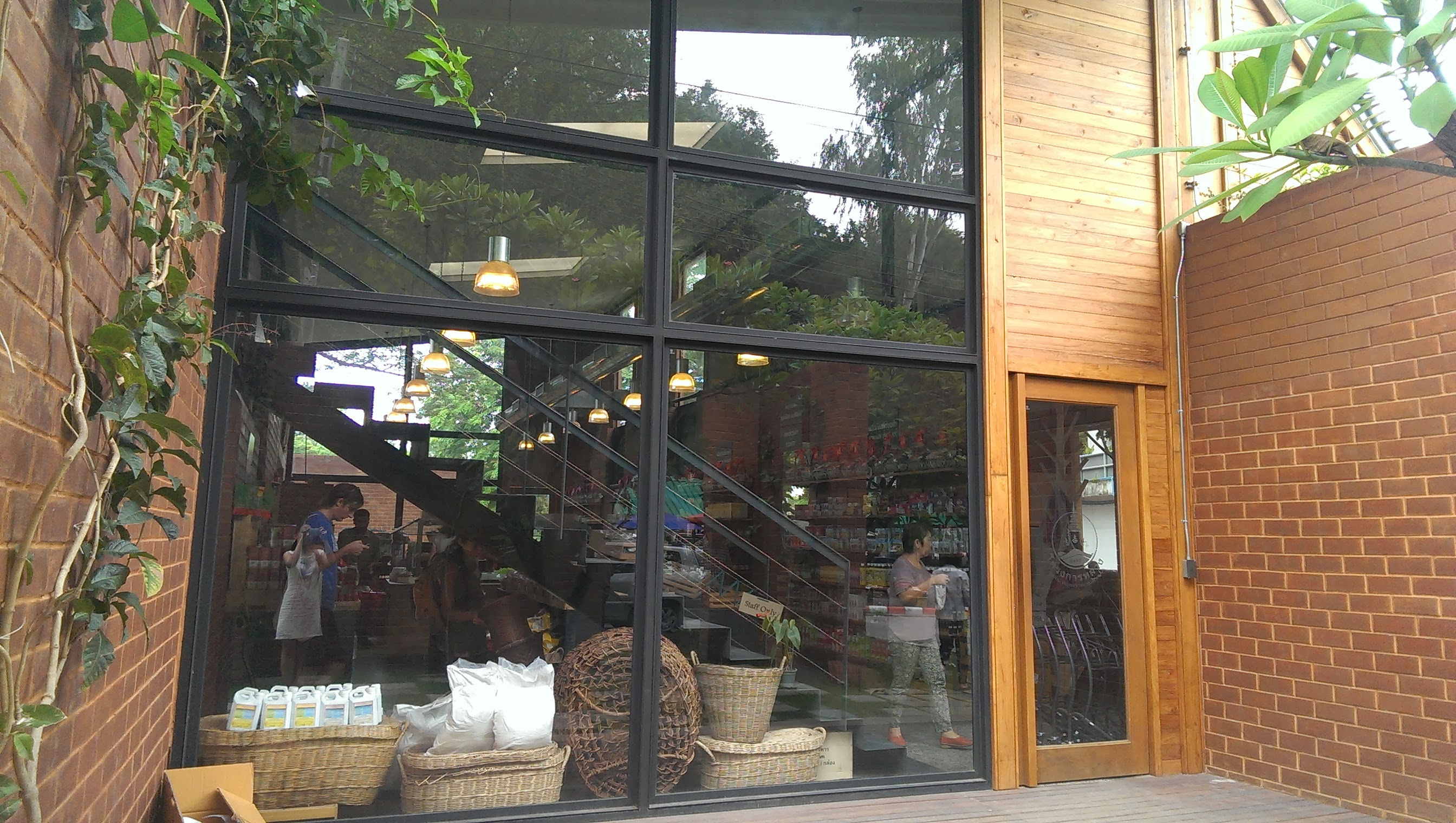 ROYAL PROJECT SHOP (Suthep rd. branch)