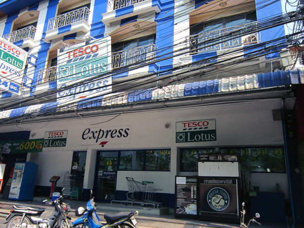 Tesco Lotus Express (Moo 1 Tambon Changpuak)