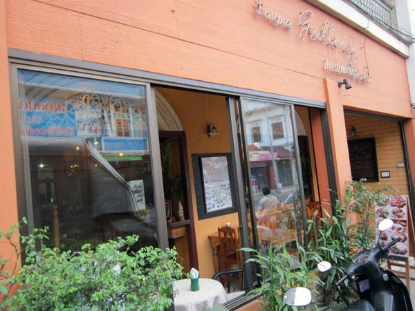 Thapae Gallery Restaurant
