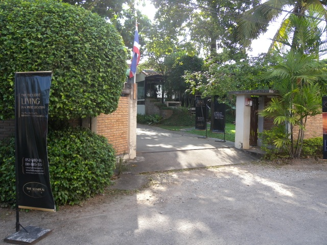 The Kumpun Apartment and Condo