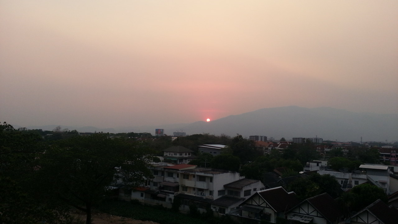 Beautiful sunset in Chiang Mai that you can watch with your own eyes suggest high level of pollution